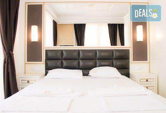 През септември на първа линия в Слънчев бряг! 1 нощувка за 2-ма възрастни и две деца или 3-ма възрастни в хотел Golden Rainbow First Line Apartments! - Снимка 4