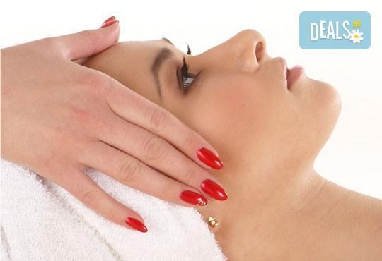 Бъдете здрави! Подобрете енергийния си баланс с 30-минутен точков масаж на лице в център Daerofit! - Снимка 2