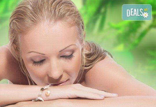 Релаксирайте с 60-минутен класически масаж и зонотерапия с масло от водорасли от студио за масажи Нели! - Снимка 1