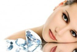 За свежестта на Вашата кожа! Диамантено микродермабразио, ултразвук, козметичен масаж и 50% отстъпка от фризьорски услуги от салон за красота Мелани! - Снимка