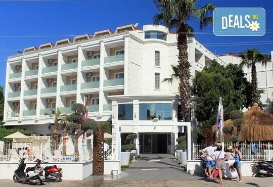 Почивка в Мармарис през юни, с Джуанна Травел! 7 нощувки на база All inclusive в Clè Resort Hotel 4*, възможност за транспорт! - Снимка 17