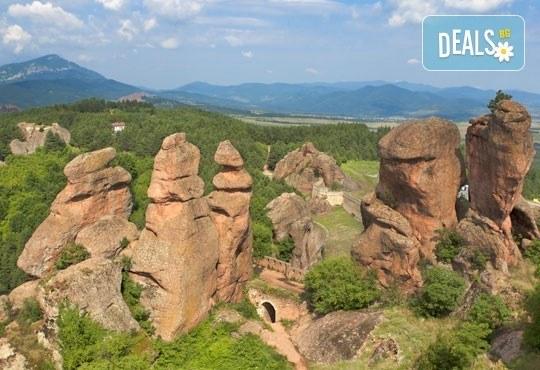 Еднодневна екскурзия до Белоградчик, пещерата Магурата, Рабишкото езеро, транспорт и екскурзовод от Глобул Турс! - Снимка 1