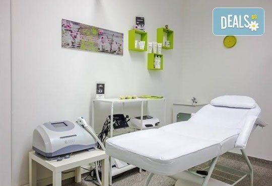 Нова технология за здрава коса! Луксозна терапия Omniplex, измиване и оформяне със сешоар в Салон Nails Club до Бизнес парк Младост! - Снимка 5