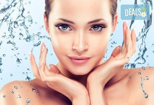 Ултразвуково почистване и хидратираща терапия за лице с продуктите на професионална козметика GIGI в салон Donna Doro! - Снимка 1