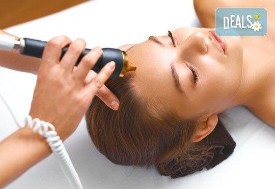 Ултразвуково почистване и хидратираща терапия за лице с продуктите на професионална козметика GIGI в салон Donna Doro! - Снимка 2