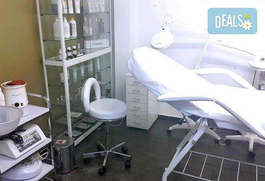 Ултразвуково почистване и хидратираща терапия за лице с продуктите на професионална козметика GIGI в салон Donna Doro! - Снимка 4