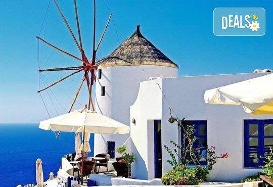 Септемврийски празници на о. Санторини, Гърция! 4 нощувки със закуски в хотел 3*, транспорт и програма, от Дари Травeл! - Снимка 1