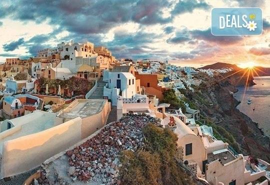 Септемврийски празници на о. Санторини, Гърция! 4 нощувки със закуски в хотел 3*, транспорт и програма, от Дари Травeл! - Снимка 9