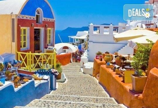 Септемврийски празници на о. Санторини, Гърция! 4 нощувки със закуски в хотел 3*, транспорт и програма, от Дари Травeл! - Снимка 3