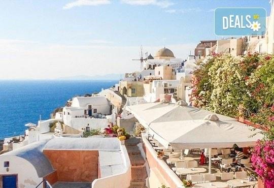 Септемврийски празници на о. Санторини, Гърция! 4 нощувки със закуски в хотел 3*, транспорт и програма, от Дари Травeл! - Снимка 8