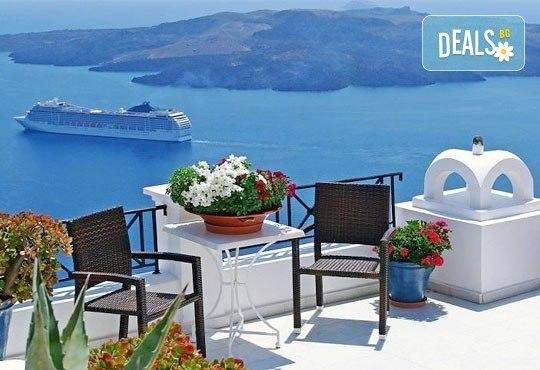 Септемврийски празници на о. Санторини, Гърция! 4 нощувки със закуски в хотел 3*, транспорт и програма, от Дари Травeл! - Снимка 4