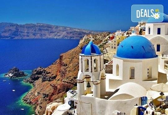 Септемврийски празници на о. Санторини, Гърция! 4 нощувки със закуски в хотел 3*, транспорт и програма, от Дари Травeл! - Снимка 5