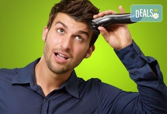 Сдобийте се с оригинална прическа! Фигурално подстригване за мъже или за жени и бонус в салон Визия! - Снимка 1