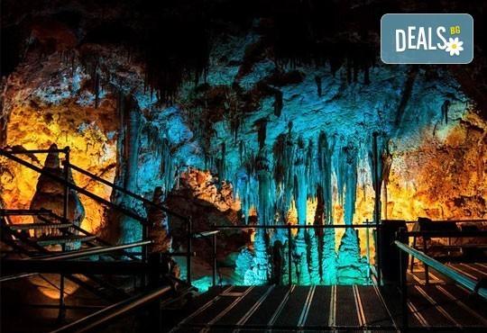Еднодневна екскурзия през юни, юли и август до Видин, крепостта Баба Вида и пещерата Венеца! Транспорт и екскурзоводско обслужване от Глобул Турс! - Снимка 2