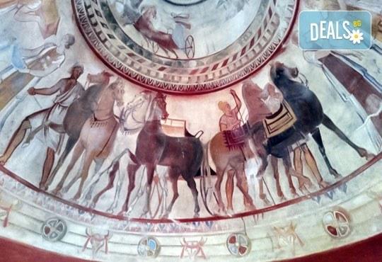 Екскурзия до Долината на тракийските царе и Казанлъшката гробница за един ден с транспорт и водач от Глобул Турс! - Снимка 1