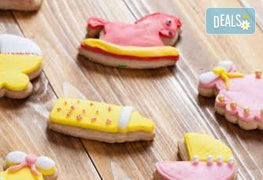 Малки изненади за големи усмивки! Един килограм бутикови бисквити за кръщене или за изписване от родилния дом от Muffin House! - Снимка 2