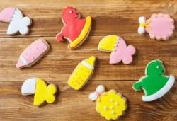 Малки изненади за големи усмивки! Един килограм бутикови бисквити за кръщене или за изписване от родилния дом от Muffin House! - Снимка