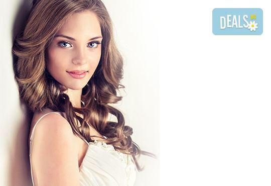 Красива и оформена коса! Масажно измиване, изсушаване, оформяне с четка и официална или вечерна прическа в Kult Beauty! - Снимка 2
