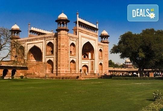 Самолетна екскурзия до Златният триъгълник - Индия, с Лале Тур! 5 нощувки 4*, със закуски и вечери, включени екскурзии, билет с летищни такси, трансфери - Снимка 7