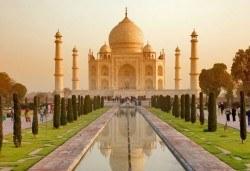 Самолетна екскурзия до Златният триъгълник - Индия, с Лале Тур! 5 нощувки 4*, със закуски и вечери, включени екскурзии, билет с летищни такси, трансфери - Снимка