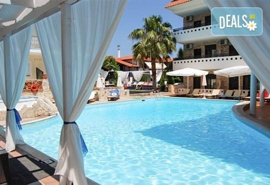 Септемврийски празници в Гърция, Халкидики! 3 нощувки със закуски и вечери в Philoxenia Spa Hotel, транспорт и обиколка на Солун! - Снимка 1