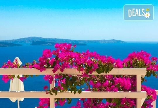 Почивка през септември на о. Санторини: 4 нощувки със закуски, транспорт до Солун, сити тур на Солун, самолетен билет и трансфер! - Снимка 5