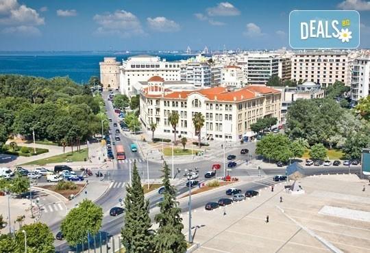 Почивка през септември на о. Санторини: 4 нощувки със закуски, транспорт до Солун, сити тур на Солун, самолетен билет и трансфер! - Снимка 7