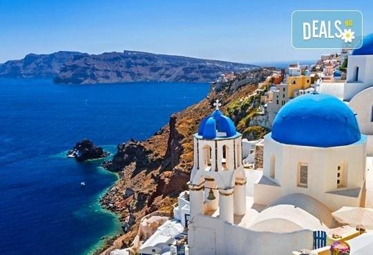 Почивка през септември на о. Санторини: 4 нощувки със закуски, транспорт до Солун, сити тур на Солун, самолетен билет и трансфер! - Снимка 1