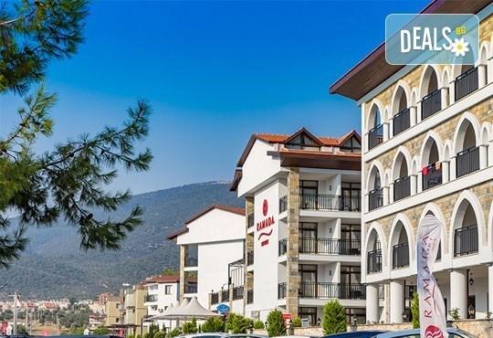 През септември и октомври почивка в Дидим, Турция! 7 нощувки на база All Inclusive в Ramada Resort Akbuk 4* и възможност за транспорт! Дете до 12 години безплатно! - Снимка 2