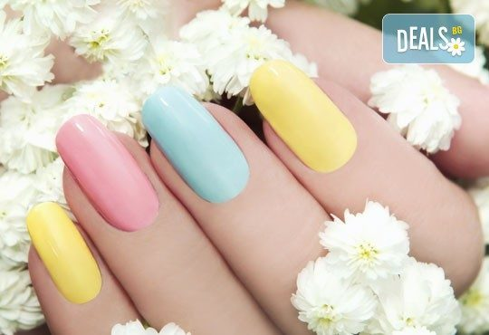 Подарете на ръцете си красота и цвят с класически маникюр с CND Creative play или S.N.B., 2 декорации по избор в салон RalNails! - Снимка 1