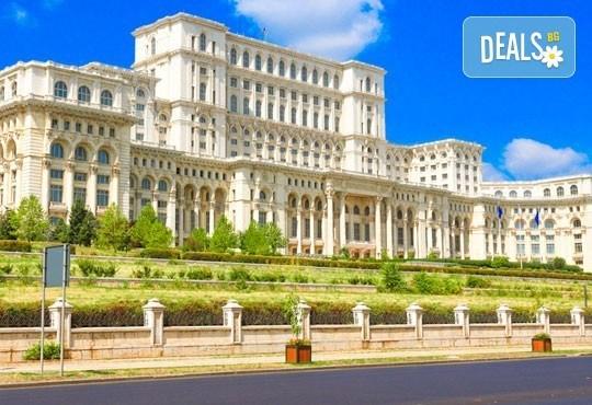 Еднодневна екскурзия до съседна Румъния с панорамна и пешеходна обиколка на Букурещ, транспорт и екскурзовод от Лъки Холидей! - Снимка 4