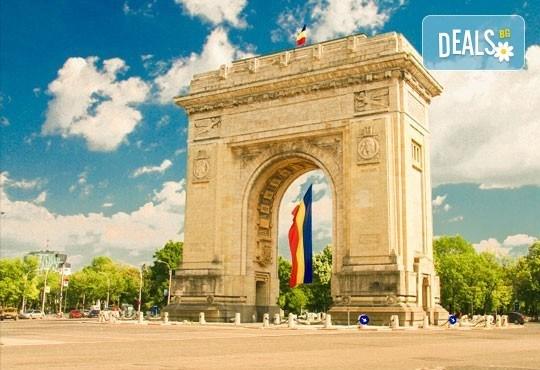 Еднодневна екскурзия до съседна Румъния с панорамна и пешеходна обиколка на Букурещ, транспорт и екскурзовод от Лъки Холидей! - Снимка 1