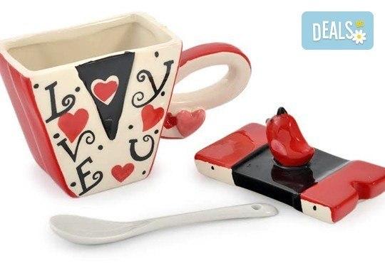 Засвидетелствайте Вашата любов! Подарете комплект от 2 броя керамични чаши с капаче и лъжичка - Love от Gift Express! - Снимка 3