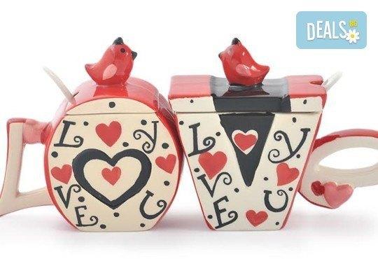 Засвидетелствайте Вашата любов! Подарете комплект от 2 броя керамични чаши с капаче и лъжичка - Love от Gift Express! - Снимка 2