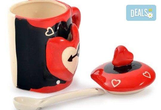 Засвидетелствайте Вашата любов! Подарете комплект от 2 броя керамични чаши с капаче и лъжичка - Love от Gift Express! - Снимка 7
