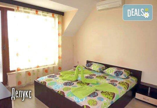 Слънчева почивка през юли в Св. св. Константин и Елена! 1 нощувка в студио или апартамент за до четирима в Апартаменти Фантазия 3*! - Снимка 12