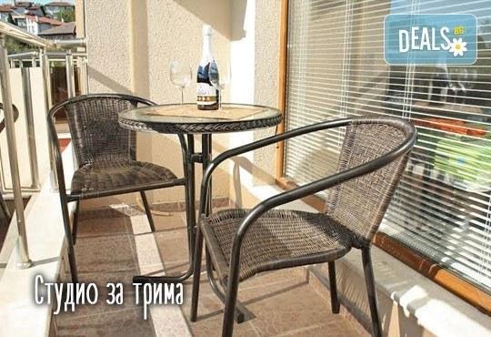 Слънчева почивка през юли в Св. св. Константин и Елена! 1 нощувка в студио или апартамент за до четирима в Апартаменти Фантазия 3*! - Снимка 8
