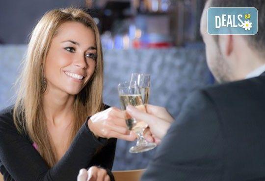Обяд или вечеря в Ресторант градина БРИКС! ДВЕ големи пици + ДВЕ чаши бяло вино само за 9.00лв! - Снимка 2