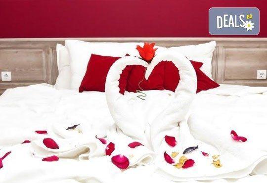Незабравимо лято в семеен хотел Магнолия Гардън, Слънчев бряг! 1 нощувка в едностаен или двустаен апартамент, позлване на басейн и шезлонг! - Снимка 11