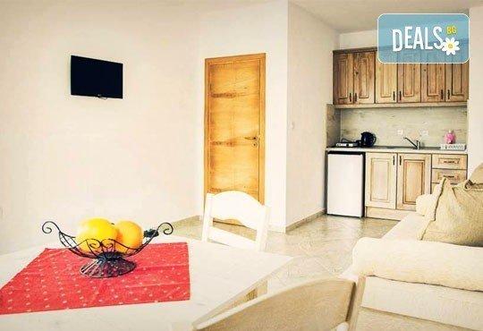 Почивка в семеен хотел Магнолия Гардън, Слънчев бряг! Една нощувка в едностаен или двустаен апартамент и безплатно ползване на басейн и шезлонг - Снимка 5