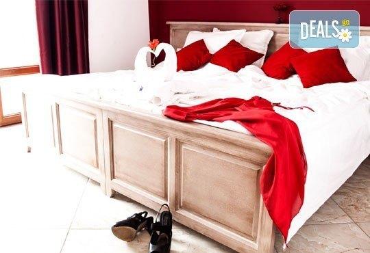 Почивка в семеен хотел Магнолия Гардън, Слънчев бряг! Една нощувка в едностаен или двустаен апартамент и безплатно ползване на басейн и шезлонг - Снимка 3