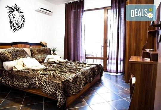 Почивка в семеен хотел Магнолия Гардън, Слънчев бряг! Една нощувка в едностаен или двустаен апартамент и безплатно ползване на басейн и шезлонг - Снимка 8