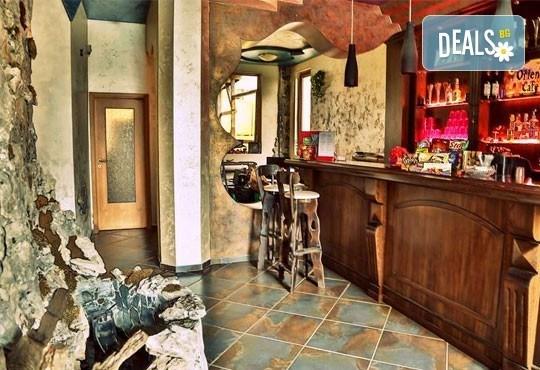 Почивка в семеен хотел Магнолия Гардън, Слънчев бряг! Една нощувка в едностаен или двустаен апартамент и безплатно ползване на басейн и шезлонг - Снимка 14