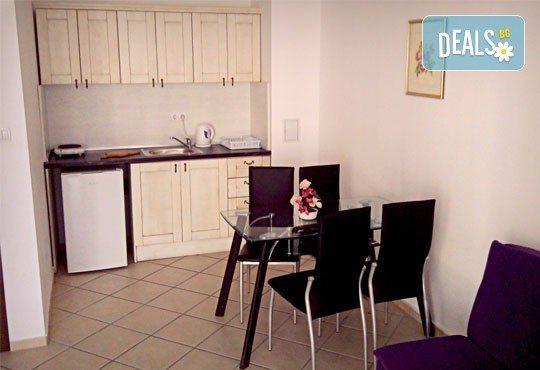 Почивка в семеен хотел Магнолия Гардън, Слънчев бряг! Една нощувка в едностаен или двустаен апартамент и безплатно ползване на басейн и шезлонг - Снимка 12