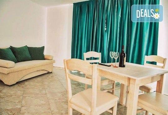 Почивка в семеен хотел Магнолия Гардън, Слънчев бряг! Една нощувка в едностаен или двустаен апартамент и безплатно ползване на басейн и шезлонг - Снимка 9
