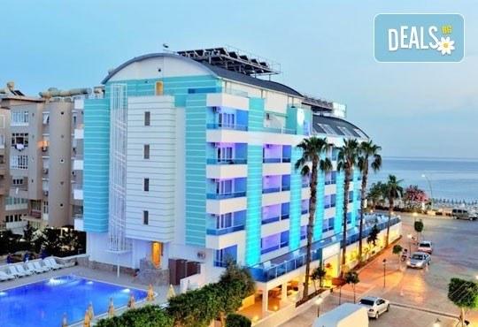 Лято в Анталия! 7 нощувки на база All Inclusive в Mesut Hotel 4*, самолетен билет, летищни такси, трансфер и застраховка! - Снимка 1