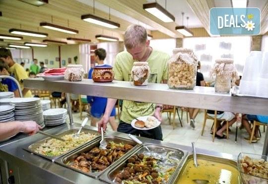 Почивка в разгара на лятото в хотел Спорт Палас, Приморско - 1 нощувка за до трима със закуска, обяд и вечеря! - Снимка 8