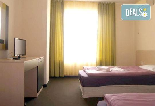 Почивка в разгара на лятото в хотел Спорт Палас, Приморско - 1 нощувка за до трима със закуска, обяд и вечеря! - Снимка 12