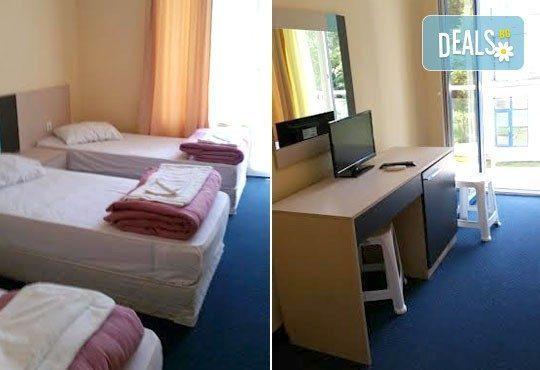 Почивка в разгара на лятото в хотел Спорт Палас, Приморско - 1 нощувка за до трима със закуска, обяд и вечеря! - Снимка 7