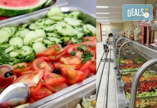 Почивка в разгара на лятото в хотел Спорт Палас, Приморско - 1 нощувка за до трима със закуска, обяд и вечеря! - Снимка 3